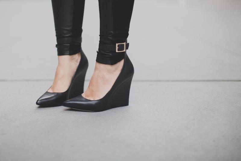 Berenice manteau - legging cuir et daim - paulinefashionblog.com_-8