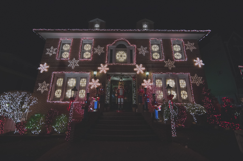 christmas lights dyker heights brooklyn new york paulinefashionblog.com  34 Noël à New York : Dyker Heights, Brooklyn