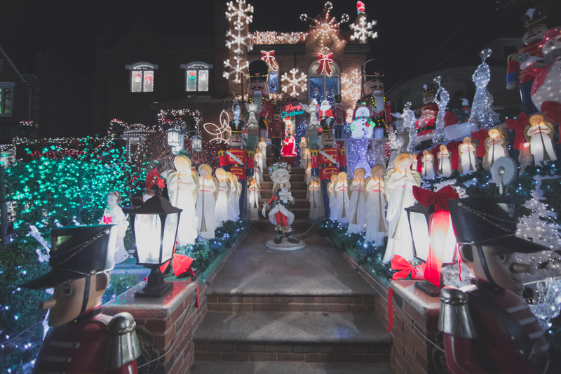 christmas lights dyker heights brooklyn new york paulinefashionblog.com  35 Noël à New York : Dyker Heights, Brooklyn
