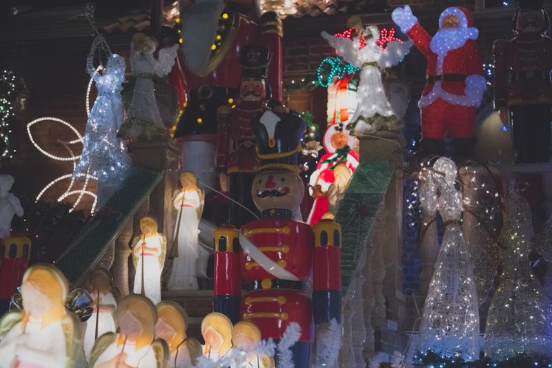 christmas lights dyker heights brooklyn new york paulinefashionblog.com  81 Noël à New York : Dyker Heights, Brooklyn