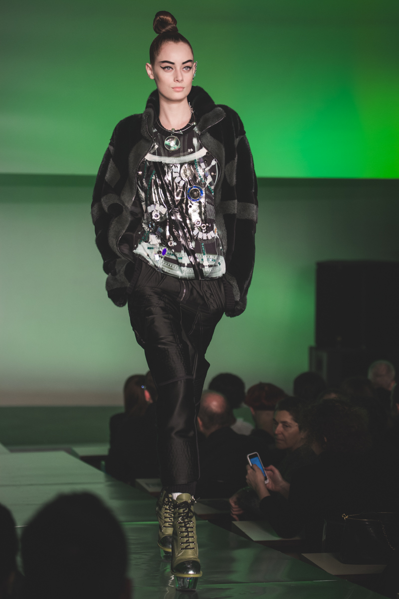 paris fashion week defile jean paul gaultier brits in space - copyright paulinefashionblog.com_-11