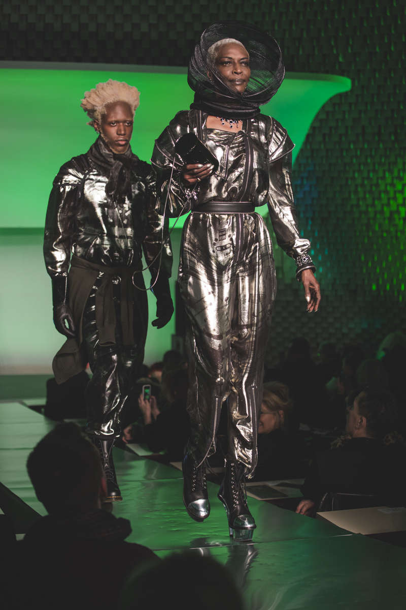 paris fashion week defile jean paul gaultier brits in space - copyright paulinefashionblog.com_-14
