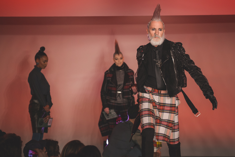 paris fashion week defile jean paul gaultier brits in space - copyright paulinefashionblog.com_-17