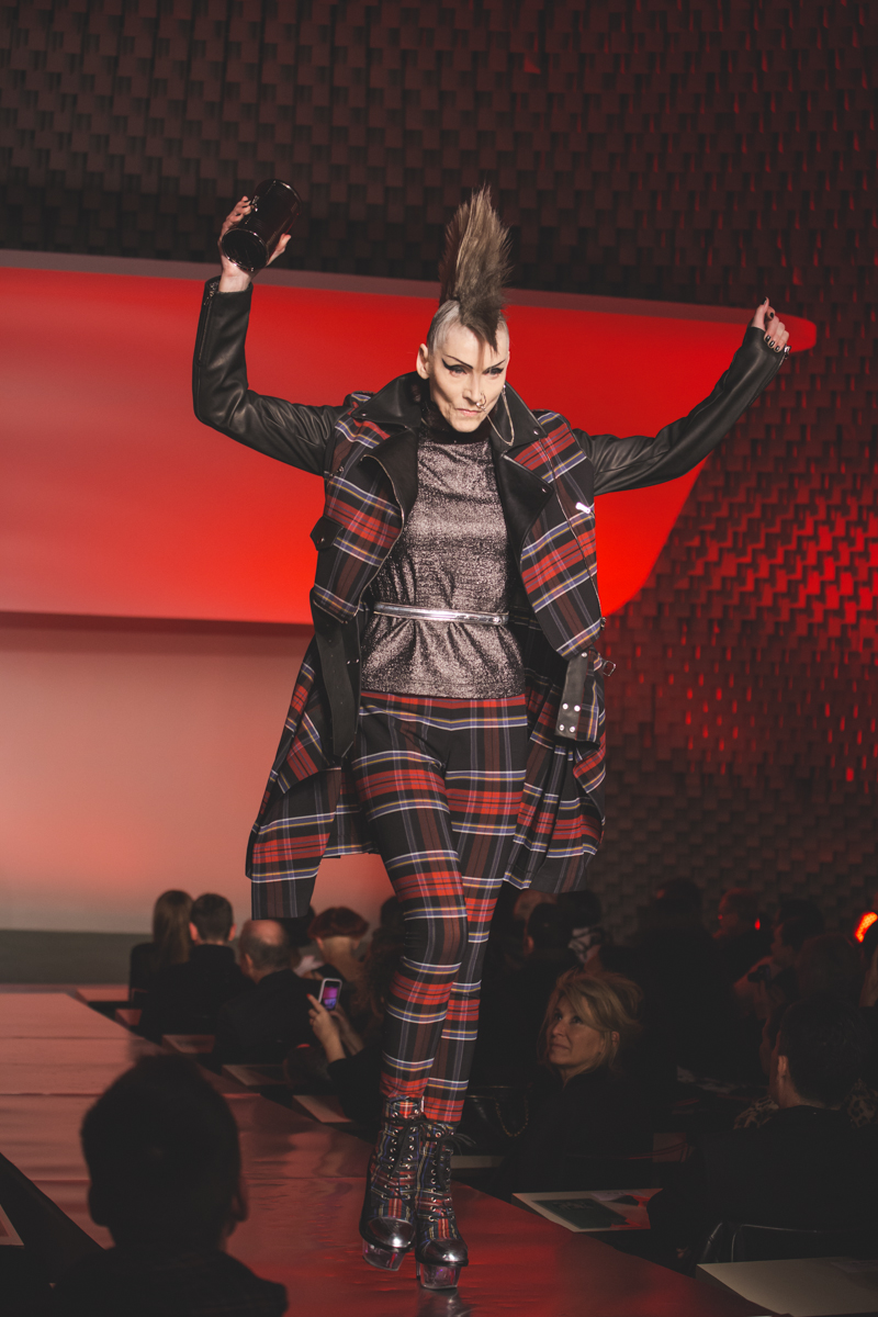 paris fashion week defile jean paul gaultier brits in space - copyright paulinefashionblog.com_-20