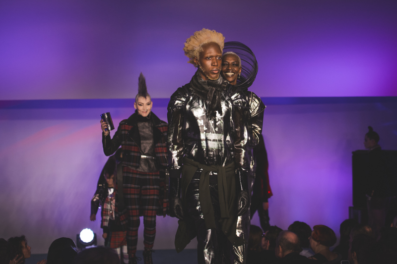 paris fashion week defile jean paul gaultier brits in space - copyright paulinefashionblog.com_-56