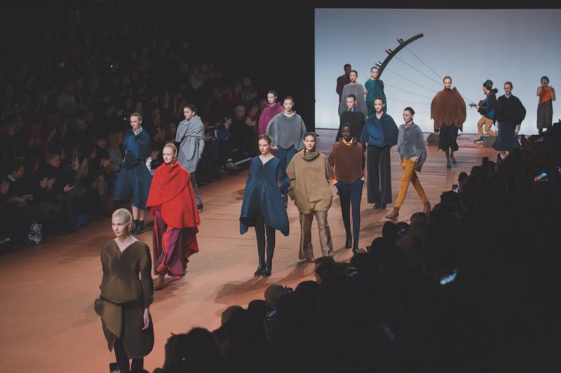 pfw issey miyake show paris fashion week ah14 - copyright paulinefashionblog.com_-14