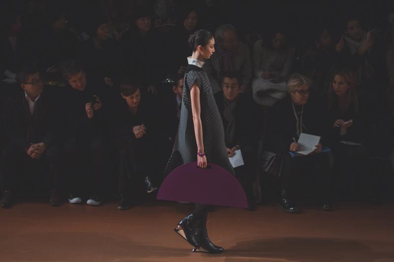 pfw issey miyake show paris fashion week ah14 copyright paulinefashionblog.com  2 PFW FW14 Diary : suite et fin... ENFIN !
