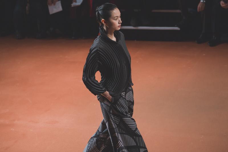pfw issey miyake show paris fashion week ah14 copyright paulinefashionblog.com  4 PFW FW14 Diary : suite et fin... ENFIN !