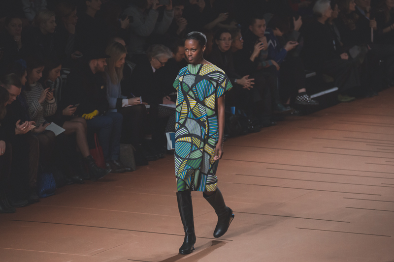 pfw issey miyake show paris fashion week ah14 copyright paulinefashionblog.com  5 PFW FW14 Diary : suite et fin... ENFIN !