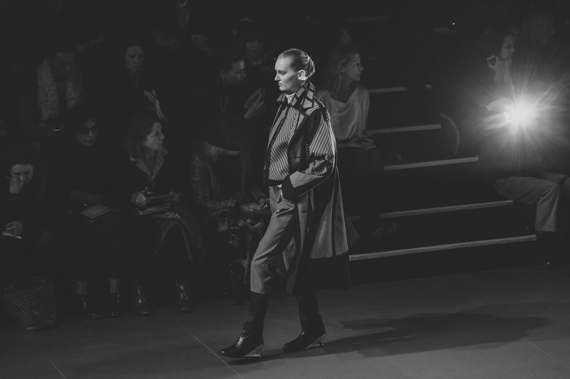 pfw issey miyake show paris fashion week ah14 copyright paulinefashionblog.com  6 PFW FW14 Diary : suite et fin... ENFIN !