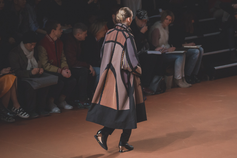 pfw issey miyake show paris fashion week ah14 copyright paulinefashionblog.com  7 PFW FW14 Diary : suite et fin... ENFIN !