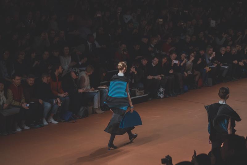 pfw issey miyake show paris fashion week ah14 copyright paulinefashionblog.com  PFW FW14 Diary : suite et fin... ENFIN !