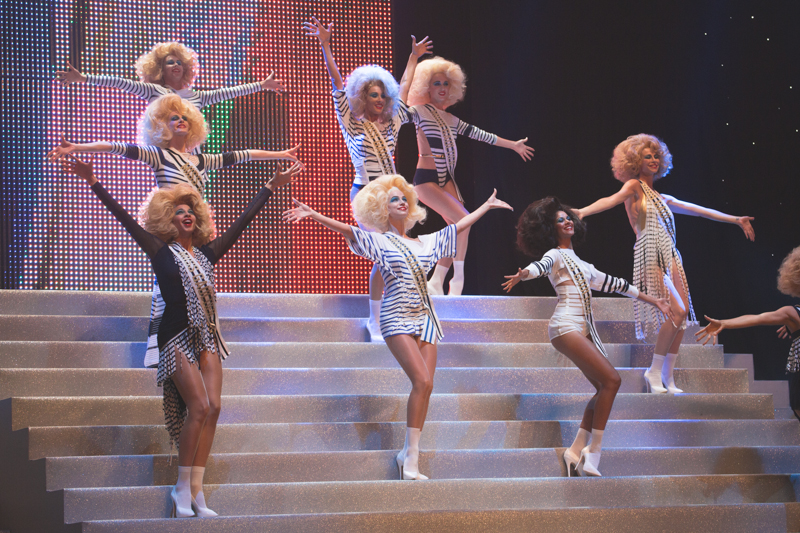 election de miss jean paul gaultier dernier defile pret a porter grand rex photos - copyright paulinefashionblog.com_