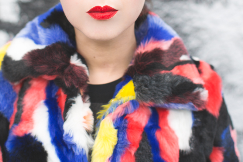 11 live work create - story of lola faux fur coat multicolor - copyright paulinefashionblog.com_-8