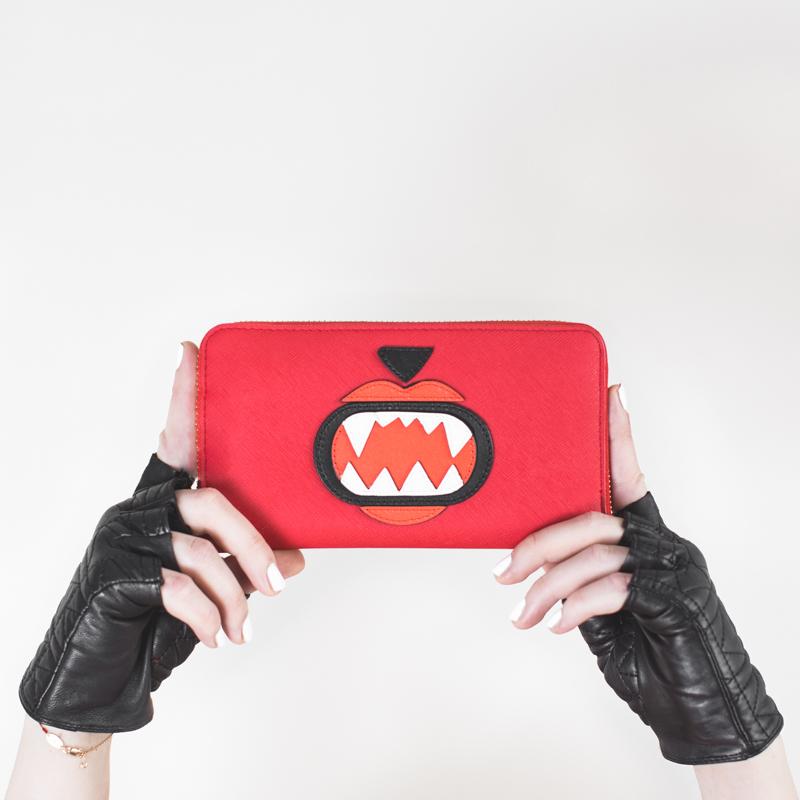insta KARL LAGERFELD x Monster Choupette sweatshirt wallet - copyright paulinefashionblog.com_