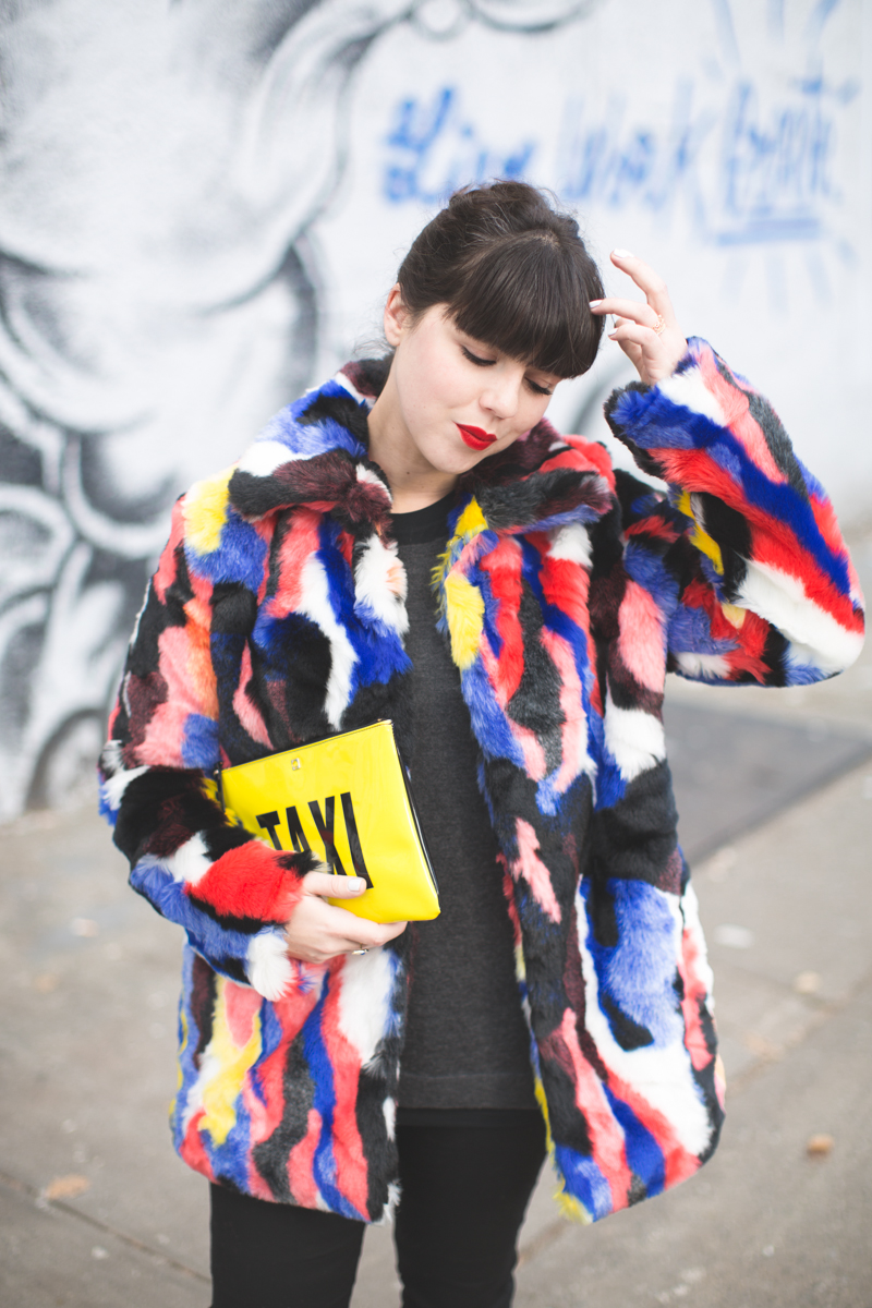 live work create - story of lola faux fur coat multicolor - copyright paulinefashionblog.com_-2