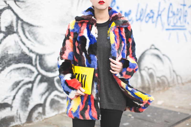 live work create - story of lola faux fur coat multicolor - copyright paulinefashionblog.com_-6