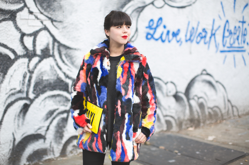 live work create - story of lola faux fur coat multicolor - copyright paulinefashionblog.com_-8