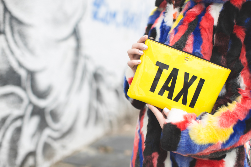 live work create - story of lola taxi clutch bag kate spade new york - copyright paulinefashionblog.com_