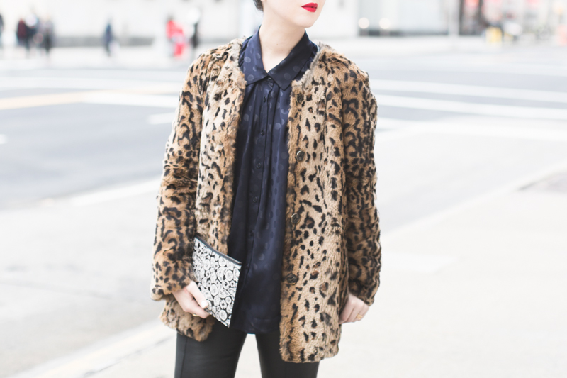 pochette kenzo moumoute leopard slim cuir chemise chats perches copyright paulinefashionblog.com  4 City Jungle