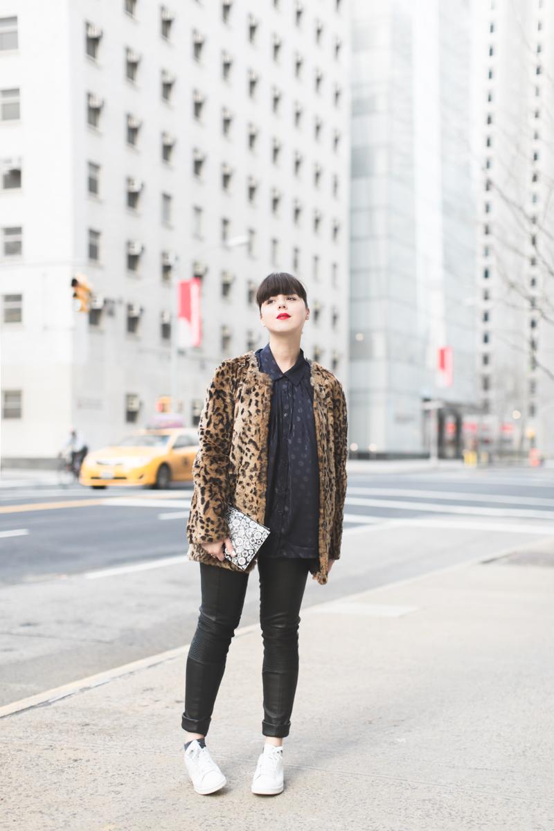 pochette kenzo moumoute leopard slim cuir chemise chats perches - copyright paulinefashionblog.com_