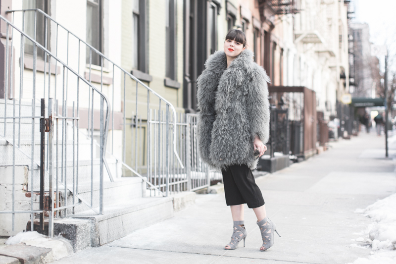 look NINEWEST cage boots eudon choi fur coat copyright paulinefashionblog.com  3 Big Foot   Cold Feet