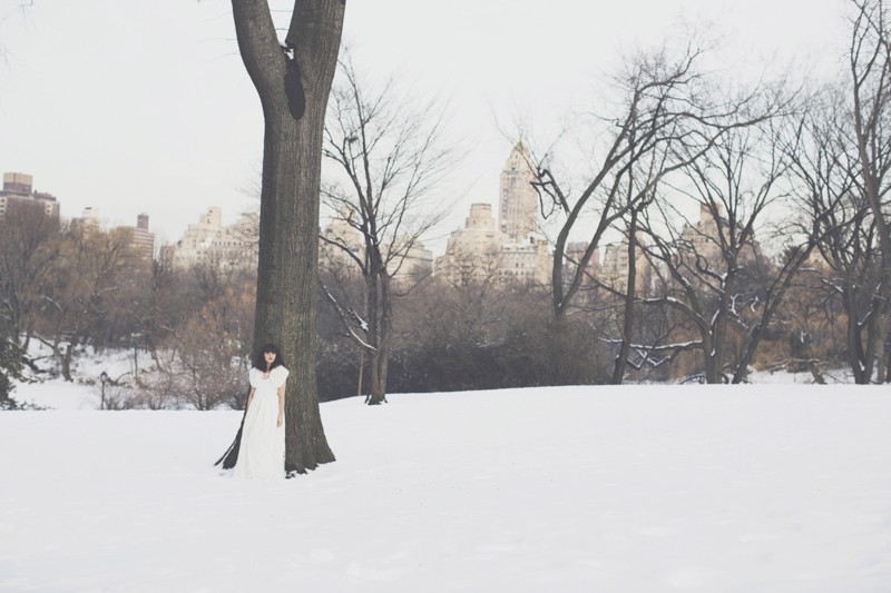 photo mariage central park neige winter wedding snow celine marks elise hameau copyright paulinefashionblog.com  2 800x533 Snow Bride