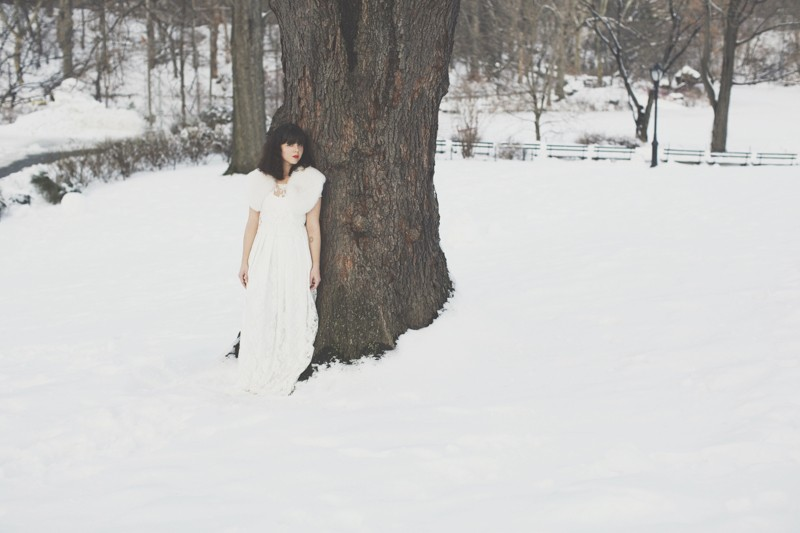 photo mariage central park neige winter wedding snow celine marks elise hameau copyright paulinefashionblog.com  9 800x533 Snow Bride