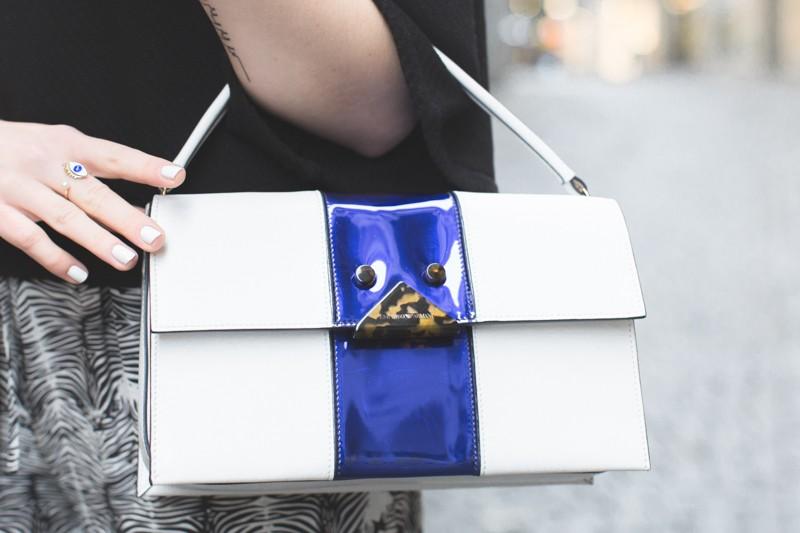 sac emporio armani blanc bleu ecaille copyright paulinefashionblog.com  2 800x533 Rue de Bourg