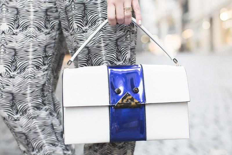 sac emporio armani blanc bleu ecaille - copyright paulinefashionblog.com_