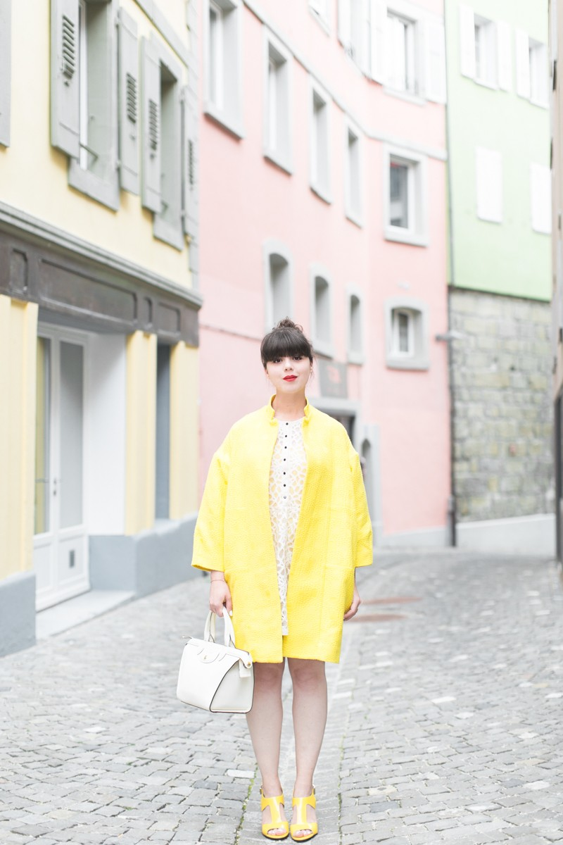 paper london coat carel shoes roseanna dress Longchamp bag copyright PAULINEFASHIONBLOG.COM 0677 800x1200 Yellow