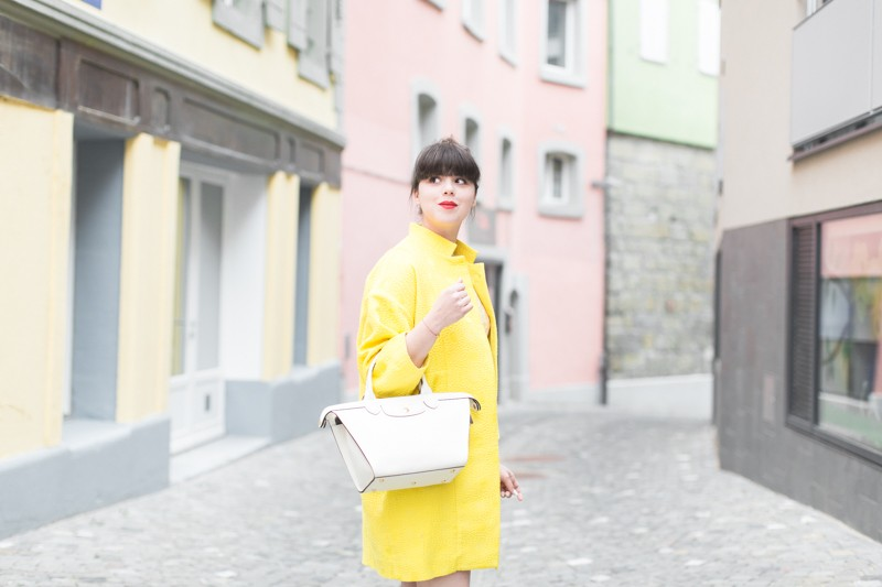 paper london coat carel shoes roseanna dress Longchamp bag copyright PAULINEFASHIONBLOG.COM 0748 800x533 Yellow