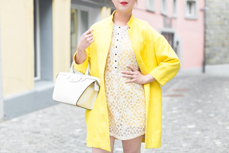 paper london coat carel shoes roseanna dress Longchamp bag copyright PAULINEFASHIONBLOG.COM 0759 800x533 Yellow