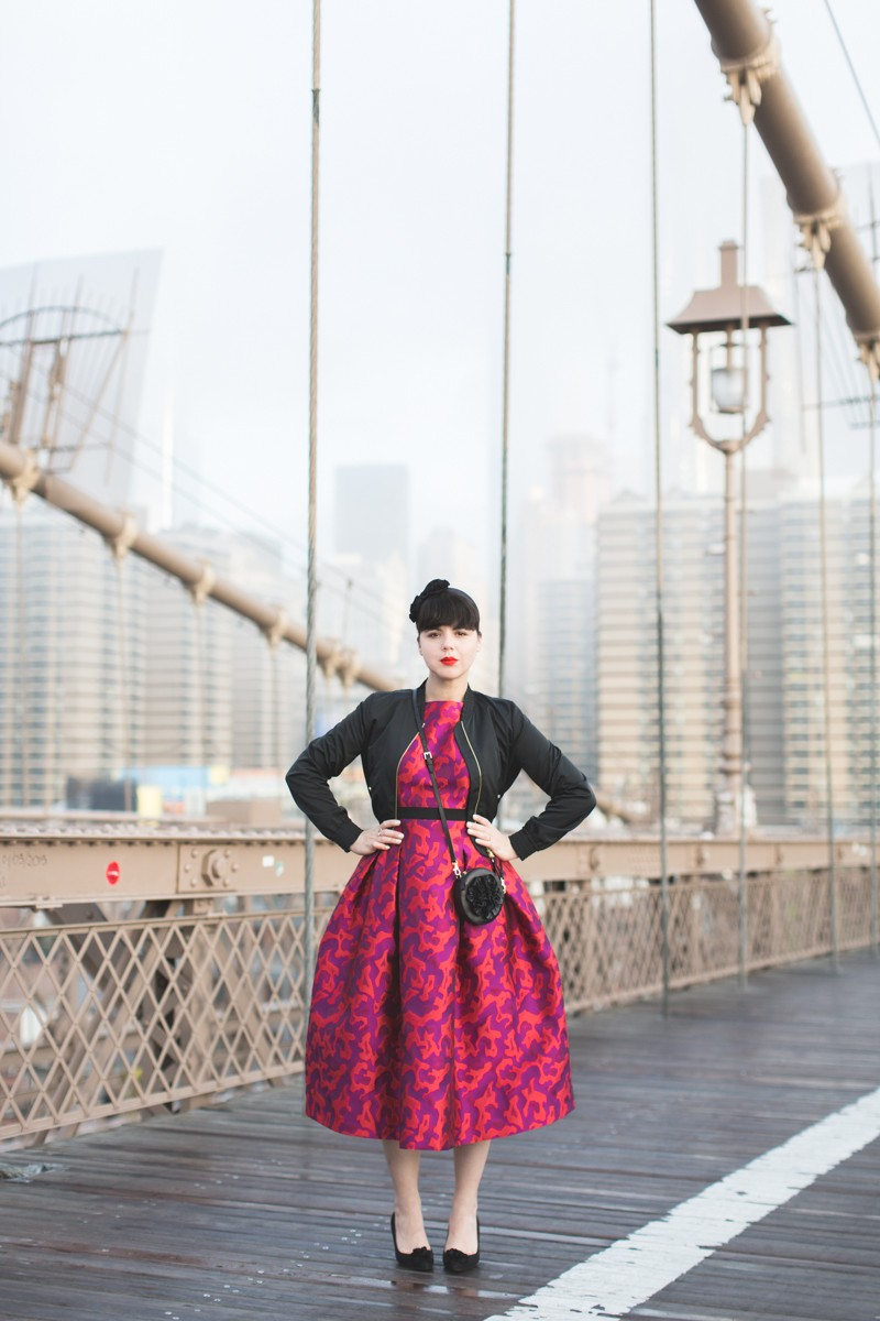 paule ka world wise woman new york brooklyn bridge carrie bradshaw style - copyright paulinefashionblog.com_-7