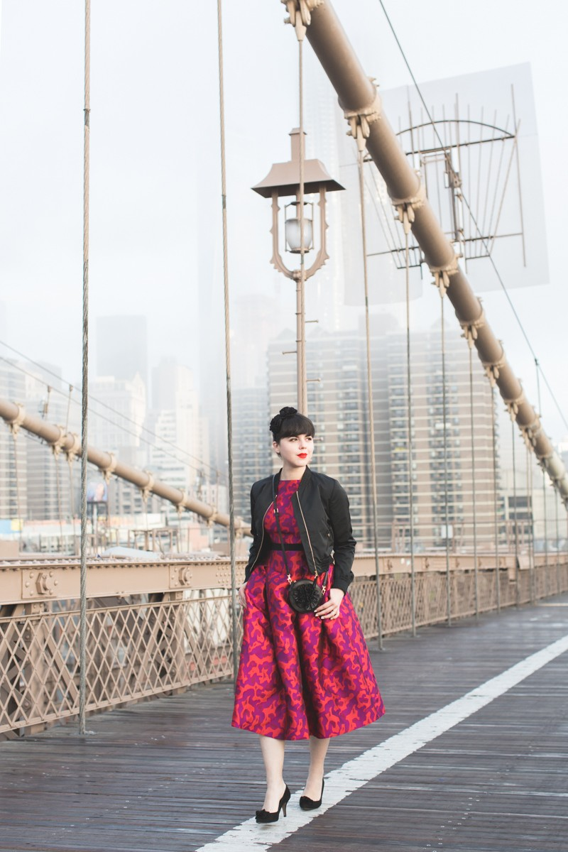 paule ka world wise woman new york brooklyn bridge carrie bradshaw style - copyright paulinefashionblog.com_
