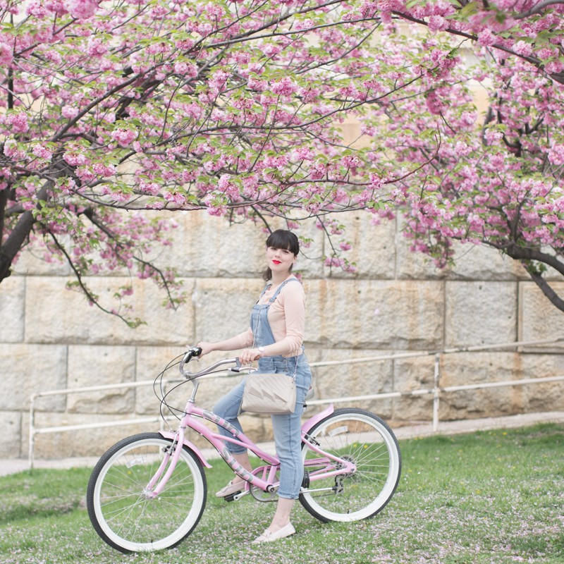 tods gommino dotsoflife bleecker blues pink bike cherry blossom - copyright paulinefashionblog.com_-6