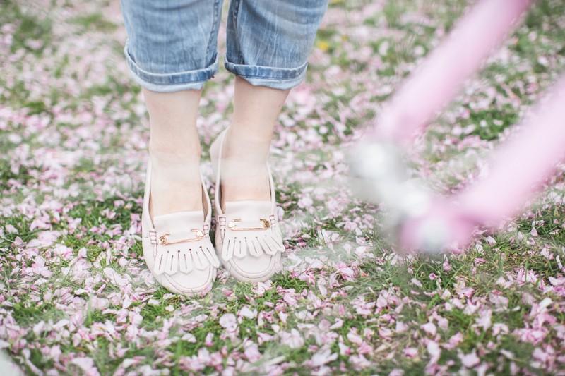 tods gommino dotsoflife bleecker blues pink bike cherry blossom copyright paulinefashionblog.com  8 800x533 Dots of Life   La vie en rose