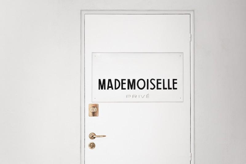 london with chanel mademoiselle prive exposition photo credit paulinefashionblog.com 1 7 800x533 Mademoiselle Privé   Lexpo CHANEL à Londres
