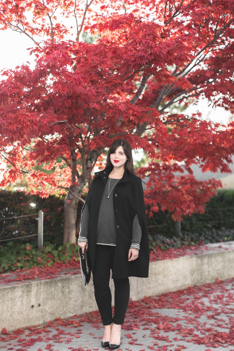 cape owen bash paris sarenza escarpins photo credit paulinefashionblog.com 5 800x1200 black cape, yellow heels and red leaves