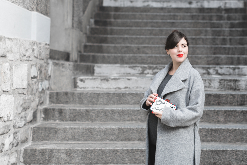 ikks manteau ligne rouge karl over the world postcard clutch photo credit paulinefashionblog.com 4 With love from Karl