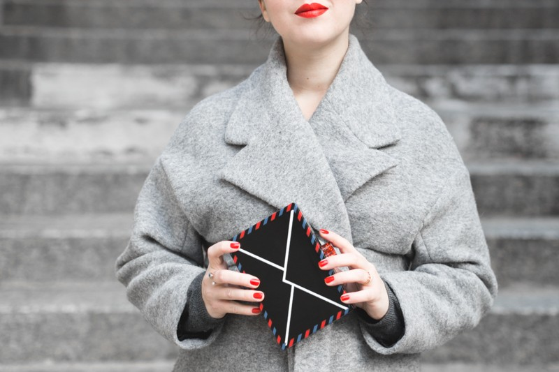 ikks manteau ligne rouge karl over the world postcard clutch photo credit paulinefashionblog.com 5 800x533 With love from Karl