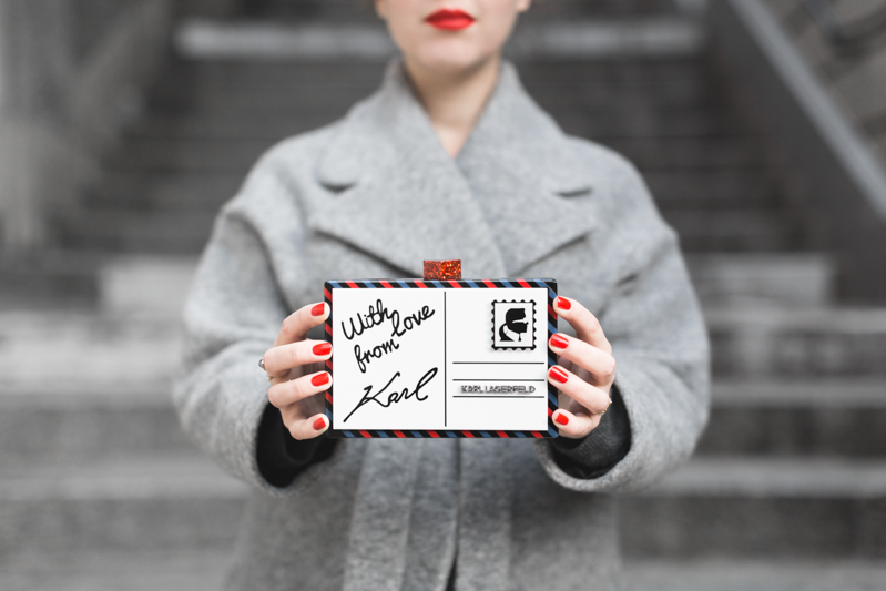 ikks manteau ligne rouge karl over the world postcard clutch photo credit paulinefashionblog.com 8 With love from Karl