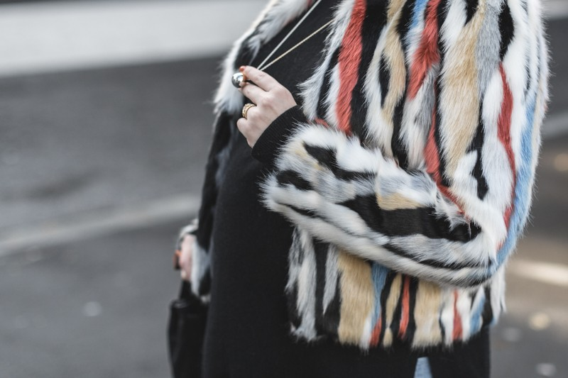 marc o polo turtle neck multi color faux fur sezane clark sac photo credit paulinefashionblog.com 5 800x533 furry ball