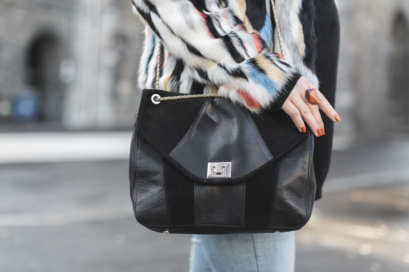 marc o polo turtle neck multi color faux fur sezane clark sac photo credit paulinefashionblog.com 6 800x533 furry ball
