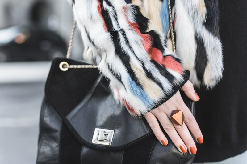 marc o polo turtle neck multi color faux fur sezane clark sac photo credit paulinefashionblog.com 8 800x533 furry ball
