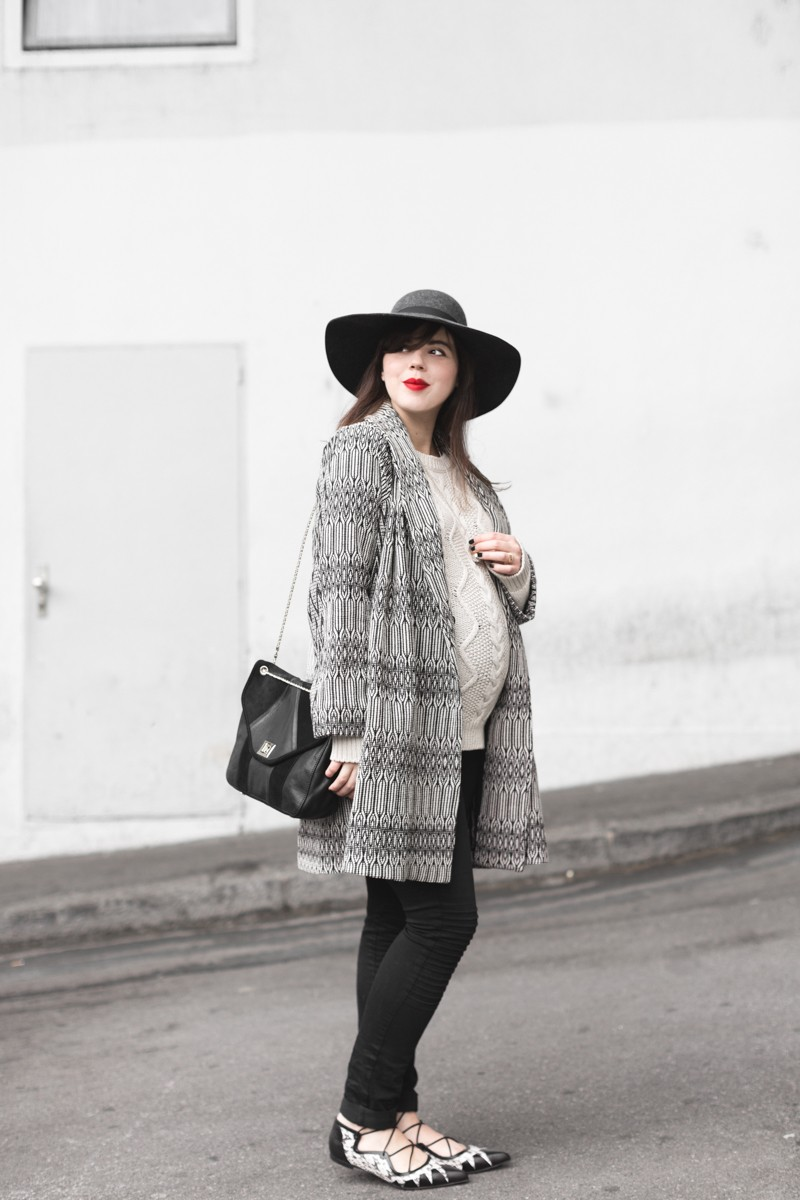 marcopolo hat manteau bash paris bionda castana flats sac sezane photo credit paulinefashionblog.com 2 800x1200 Black & White