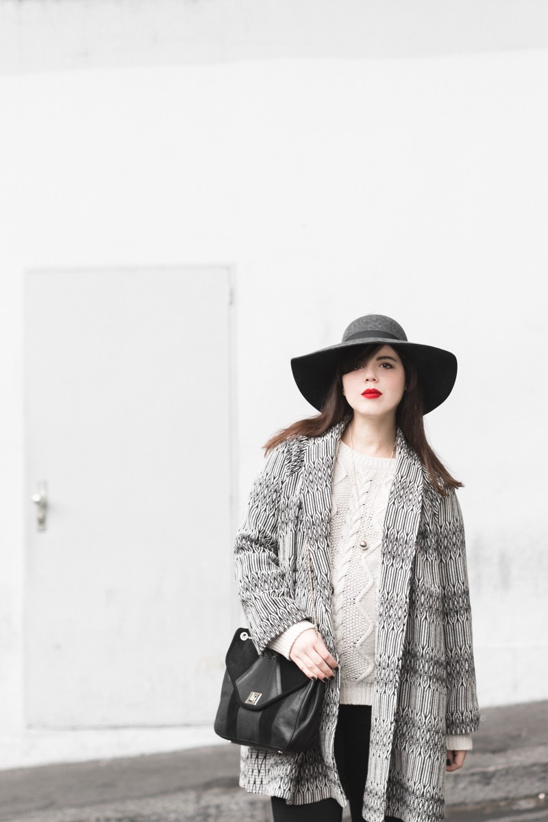 marcopolo hat manteau bash paris bionda castana flats sac sezane photo credit paulinefashionblog.com 3 800x1200 Black & White