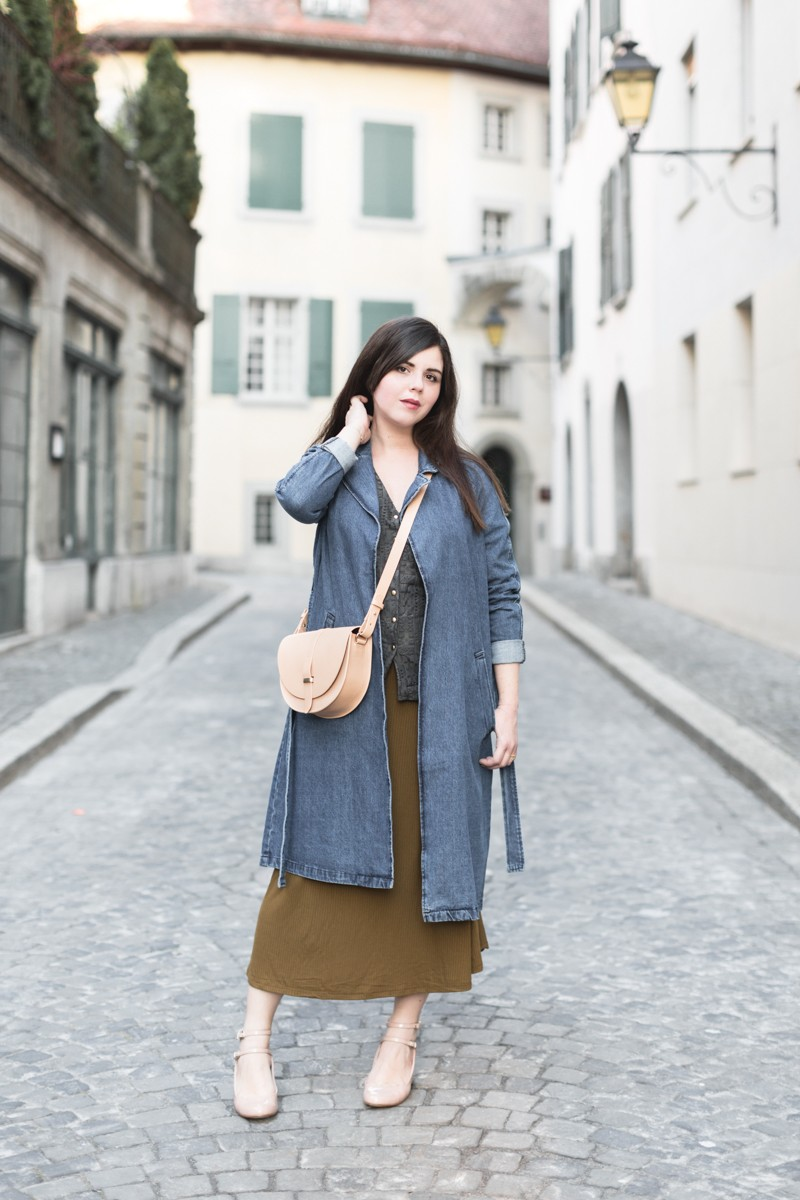 chemisier dentelle heimstone trench jean sac claude sezane copyright Pauline paulinefashionblog.com 5 800x1200 Spring is coming