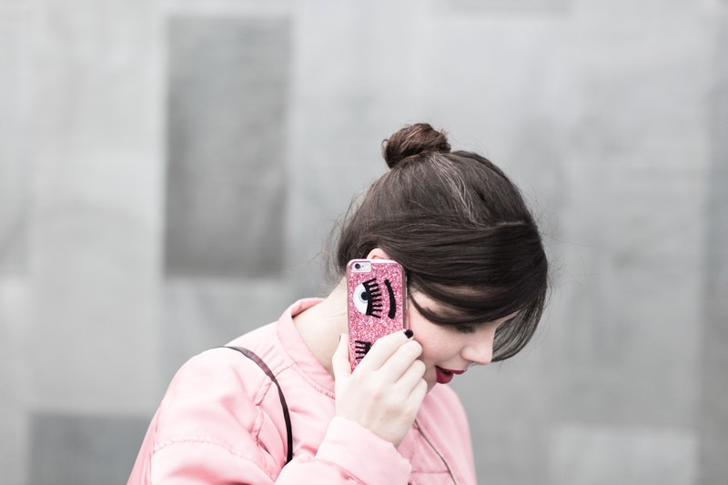 la vie en rose pink satin bomber mango eyes iphone case chiara ferragni sac claude sezane jonak make my lemonade - copyright Pauline paulinefashionblog.com-3