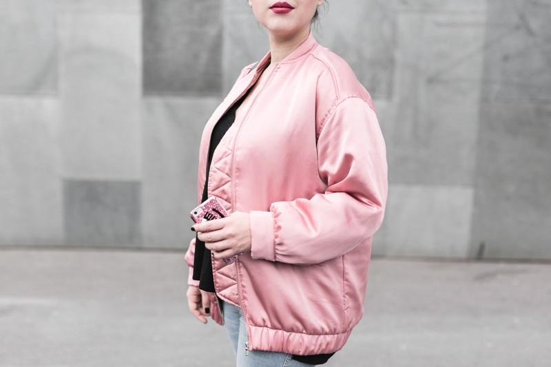 la vie en rose pink satin bomber mango eyes iphone case chiara ferragni sac claude sezane jonak make my lemonade copyright Pauline paulinefashionblog.com 6 800x533 Carnet rose